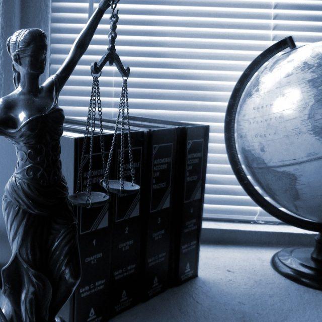 Lawyers / Former Prosecutor